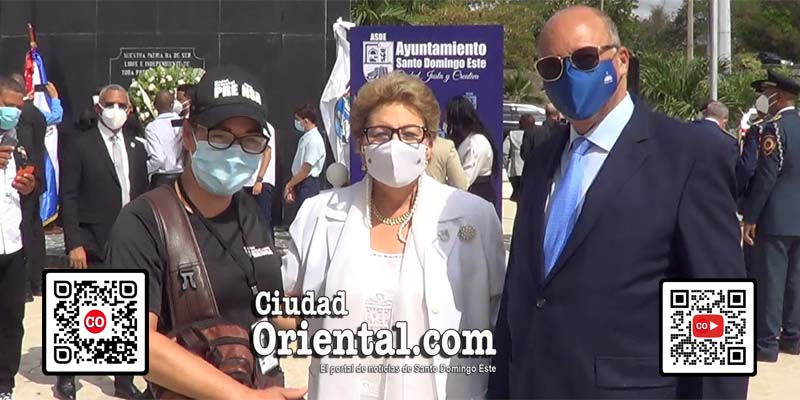 De izquierda a derecha, Cinthia Polanco, de Ciudad Oriental, Doña Angelita y su esposo Tony Rodríguez