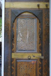 Las puertas me llamaron mucho la atención. Todas tienen mucho trabajo manual y son muy vistosas. Foto: M. Velásquez.