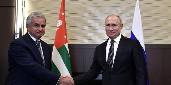 Vladimir Putin Meets Abkhaz Leader in Sochi