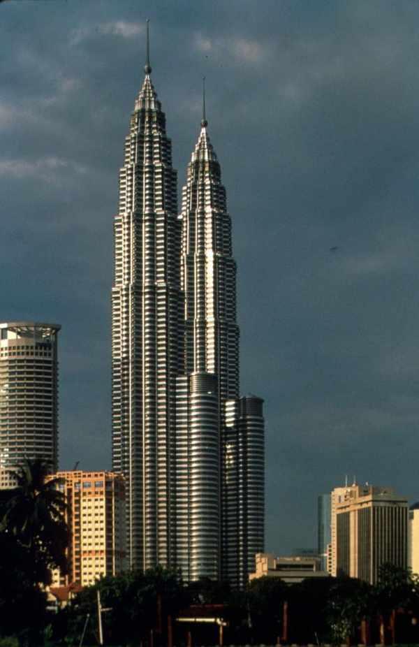 Presentation Petronas Twin Towers Of Kuala Lumpur