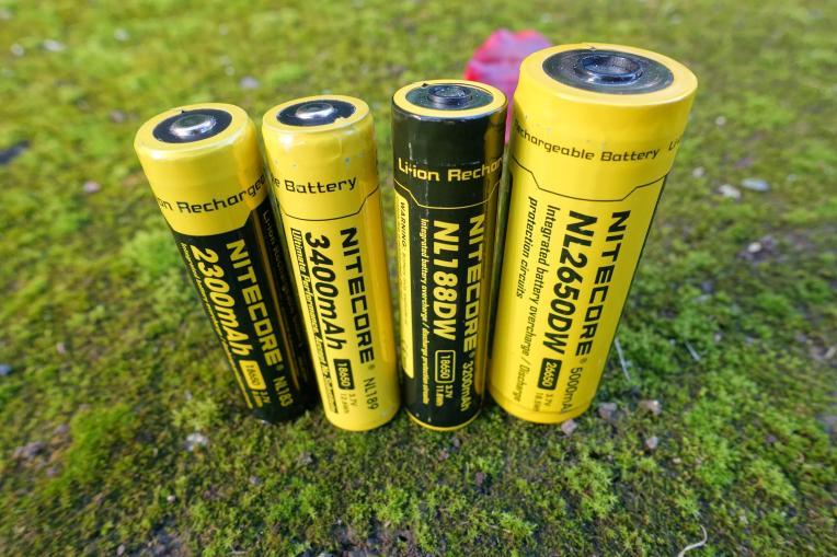 nitecore-r40-flashlight-civilgear-098