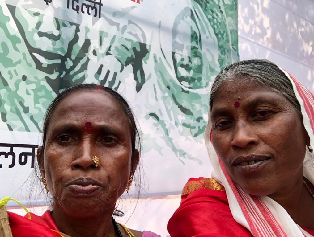 Rajkumari Bhuiya (left) with Sokalo Gond (right).