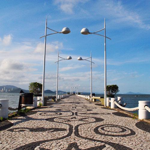 Conheça o Molhe da Barra Sul em Balneário Camboriú