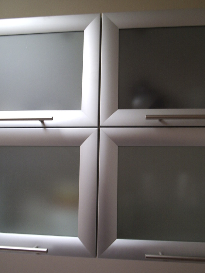 Foto Puertas Aluminio con Vidrio Empavonado de