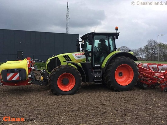 Gebr. Poppink met de Claas Arion 650 in Mariaparochie (Ov.).