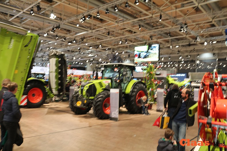 Halve hectare aan Claas machines.