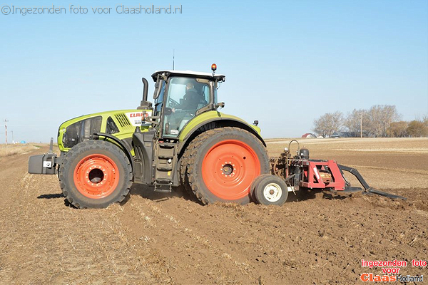 De eerst Axion 930 verkochte in Alberta, Canada.The first sold Axion 930 in Alberta, Canada