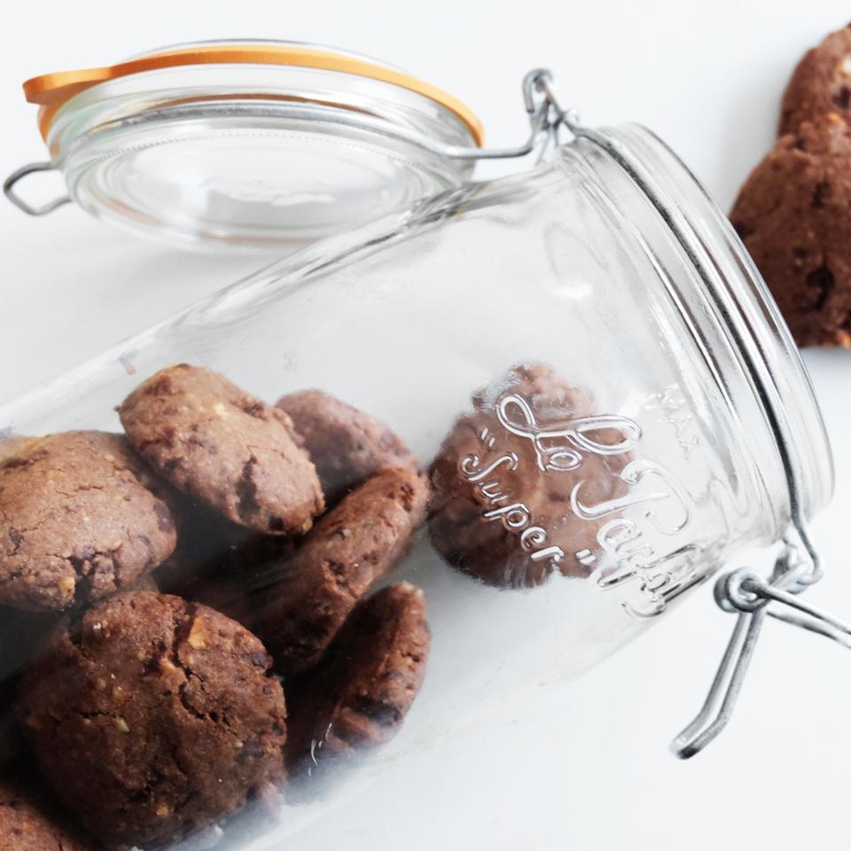 Des cookies maison au chocolat et aux noix
