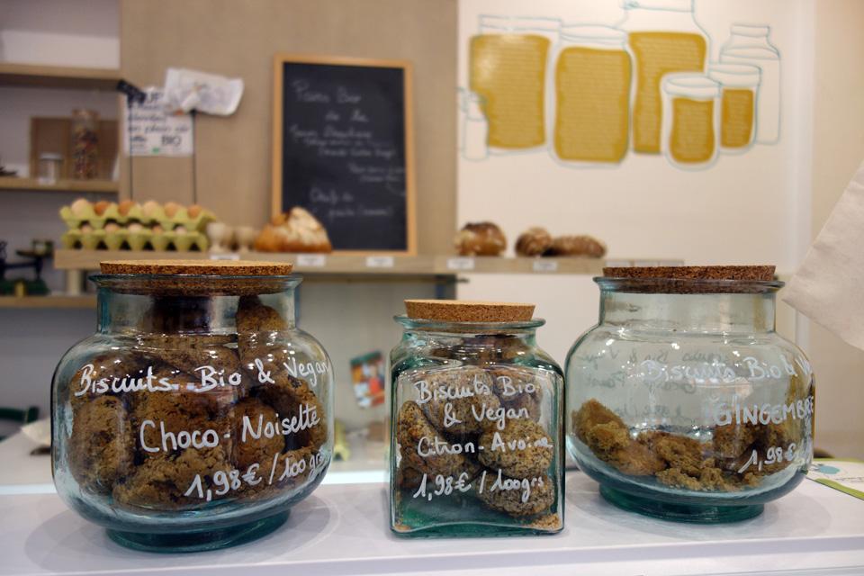 Des cookies cuits et crus en vrac