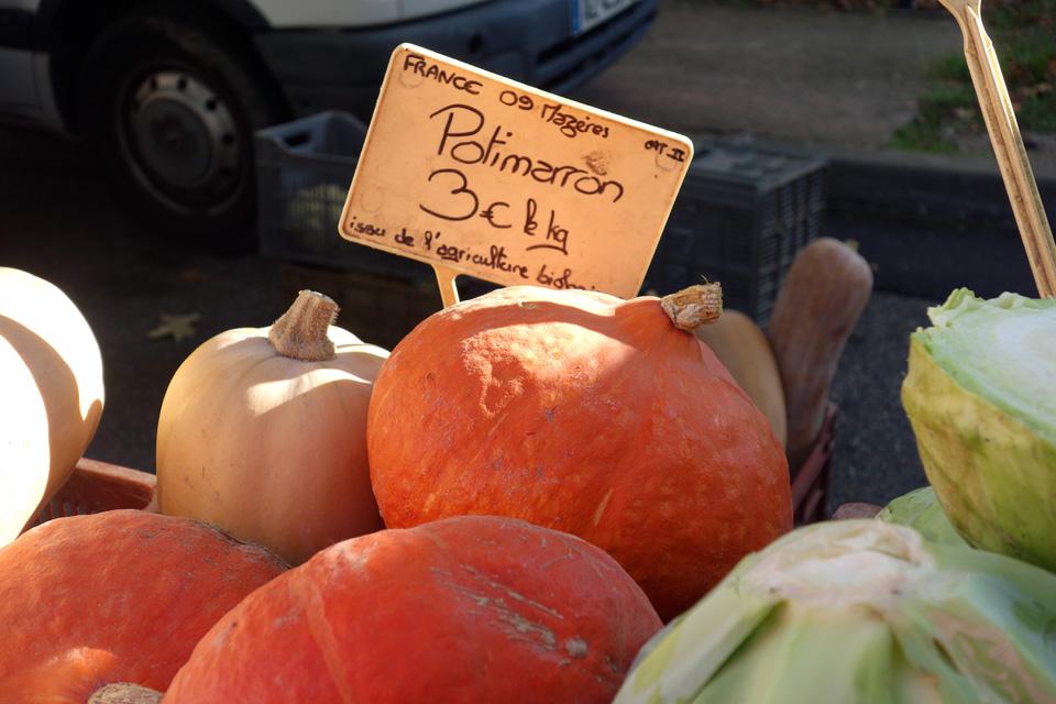 Au marché des légumes locaux et de saison