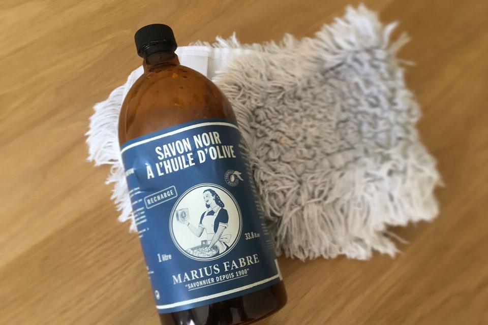 Le savon noir pour nettoyer les sols carrelés