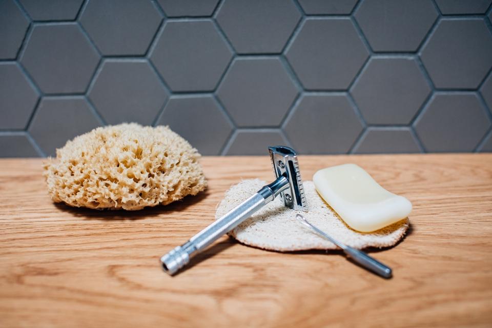 Les accessoires en Inox pour réduire ses déchets dans la salle de bains