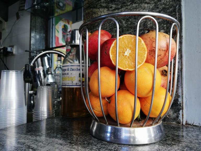 chiosco con delle arance