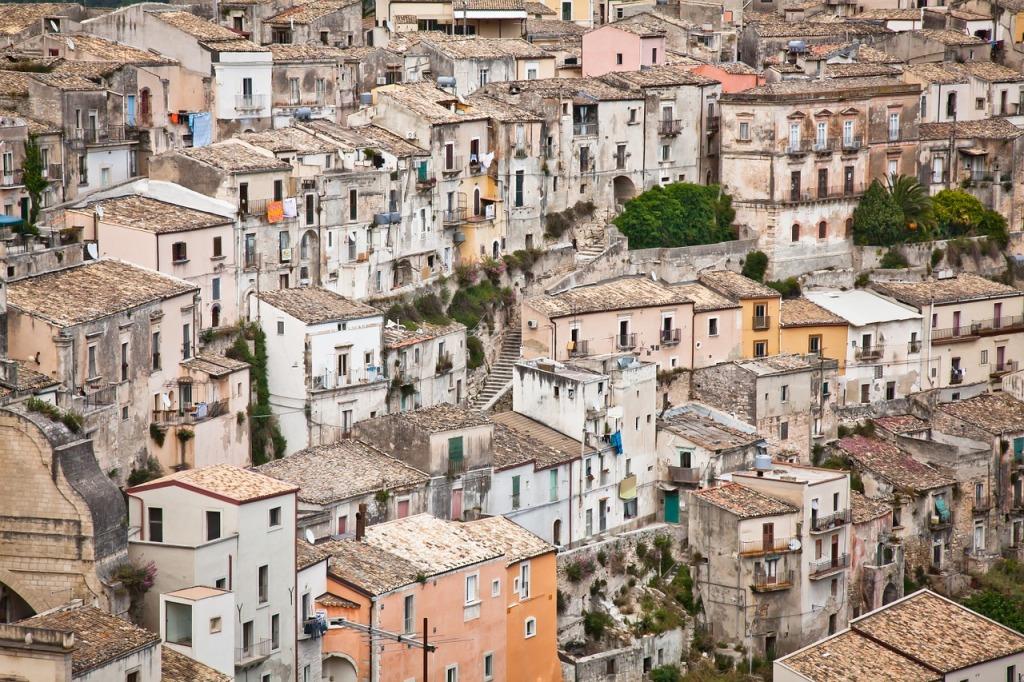 casette tipiche di ragusa ibla in sicilia durante un viaggio con i bambini