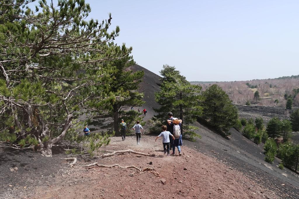 un sentiero sull'Etna da percorrere in famiglia