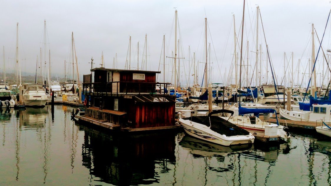barche ormeggiate al porto di Santa Barbara in California