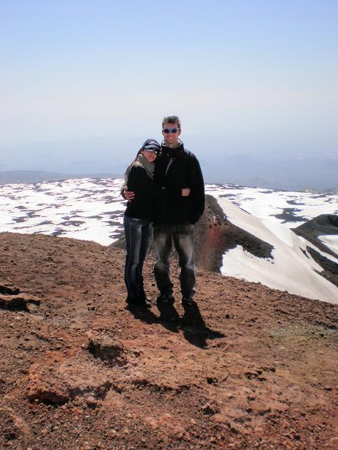 una coppia sull'Etna