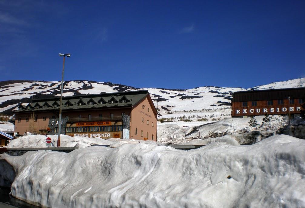 rifugio in montagna sull'Etna