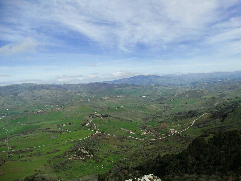 panorama dal sentiero natura sul monte altesina