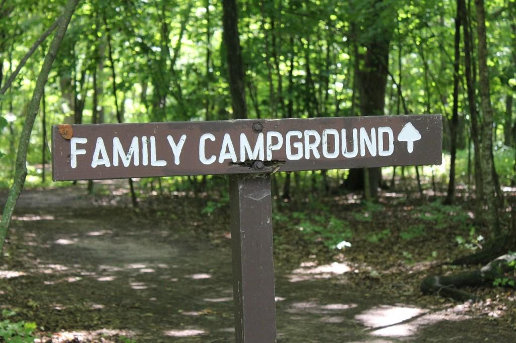insegna di un campground negli Stati Uniti