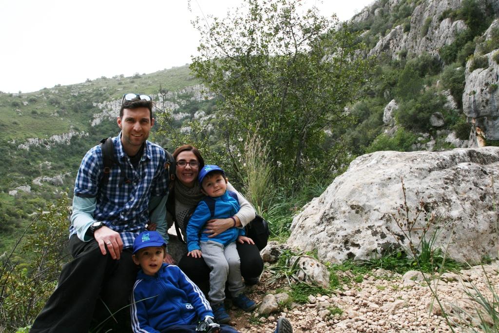 una famiglia in gita a Pantalica