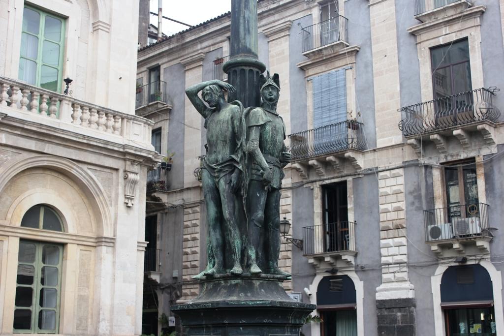 candelabro Uzeta una delle Le quattro leggende di Catania