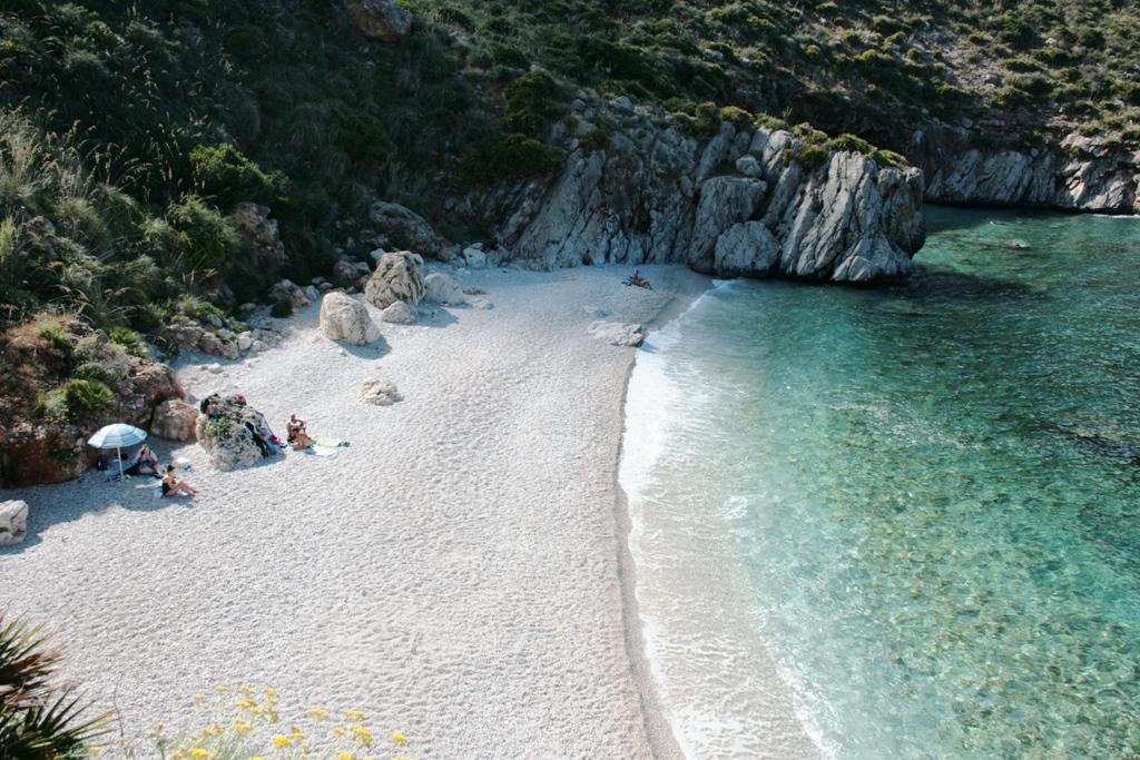 Spiaggia di Cala Tonnarella alla riserva dello Zingaro