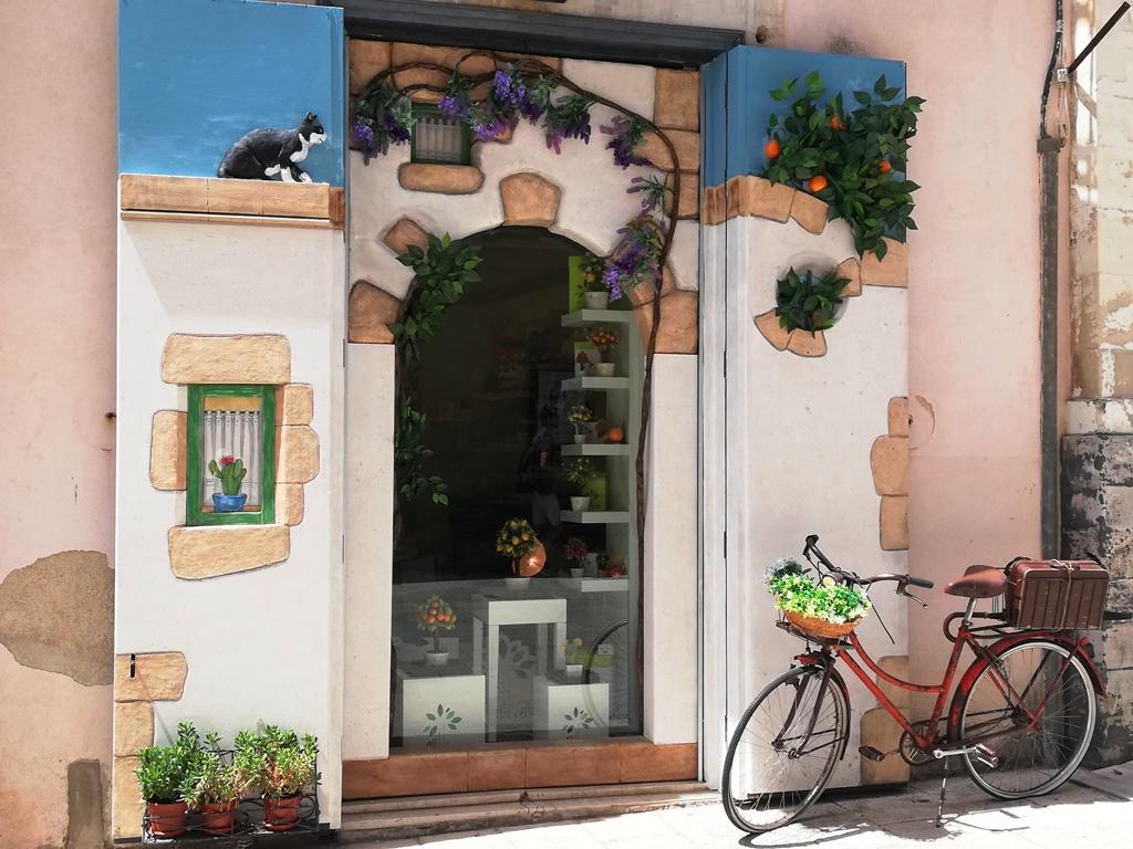 un negozio di souvenirs a Ragusa Ibla