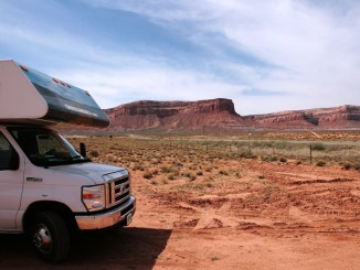 camper nella monument valley