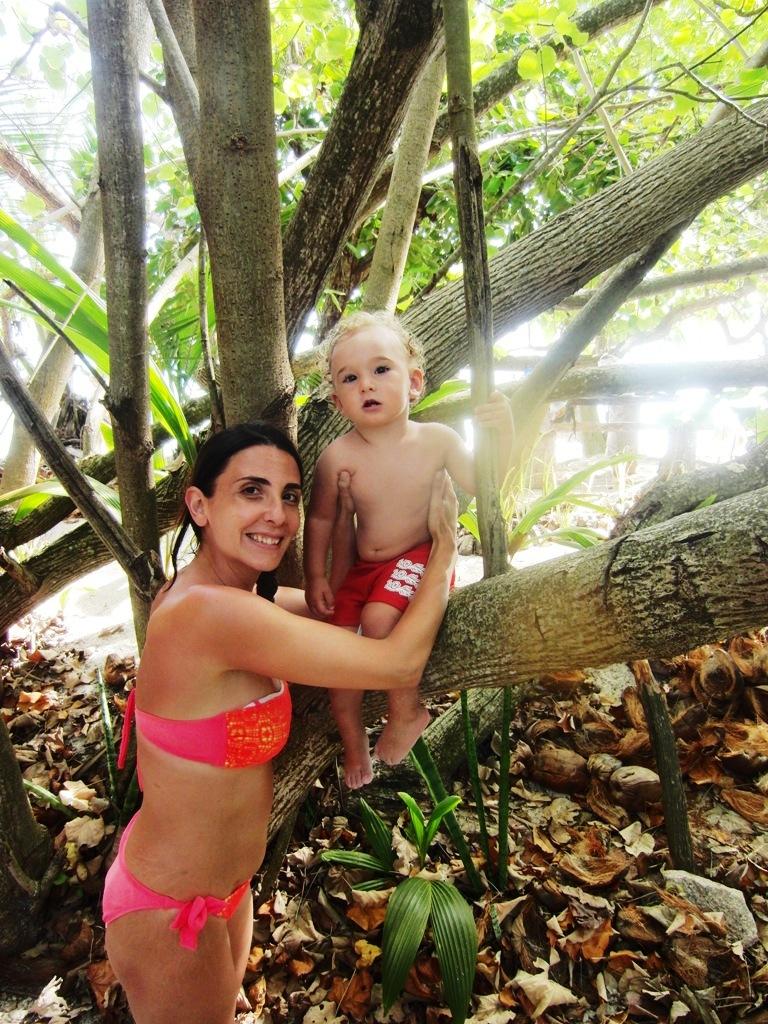 mamma e bambino alle Seychelles