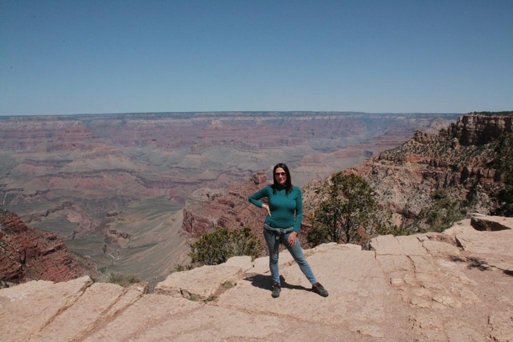 una donna al Grand Canyon