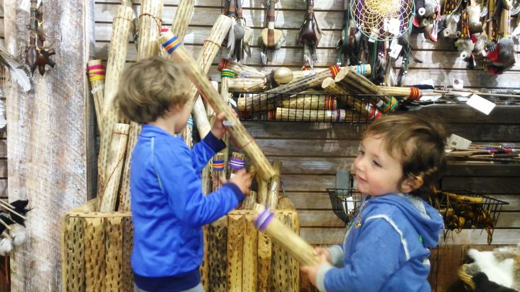 negozio di souvenir e bambini al grand canyon