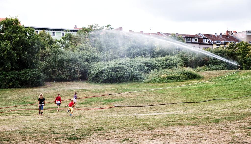 bambini che giocano in un parco a Berlino