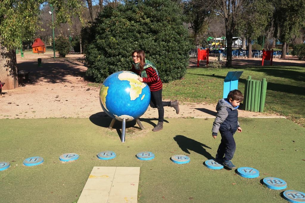 bambini al parco giochi di cordoba