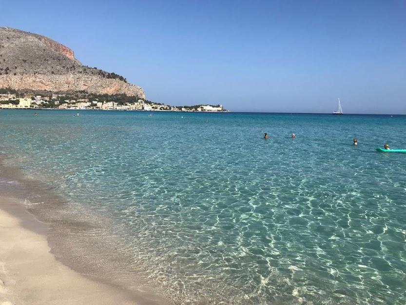 spiaggia di mondello a Palermo