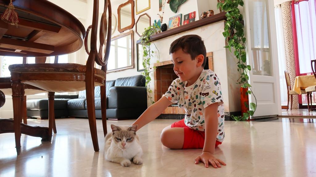 un bambino presso un bb ad aciicastello nei dintorni di Catania