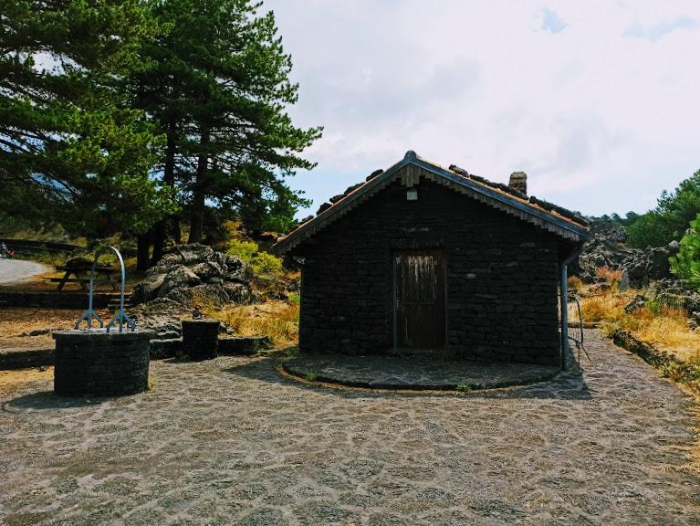 piccolo rifugio lungo il sentiero altomontano da fare in passeggino