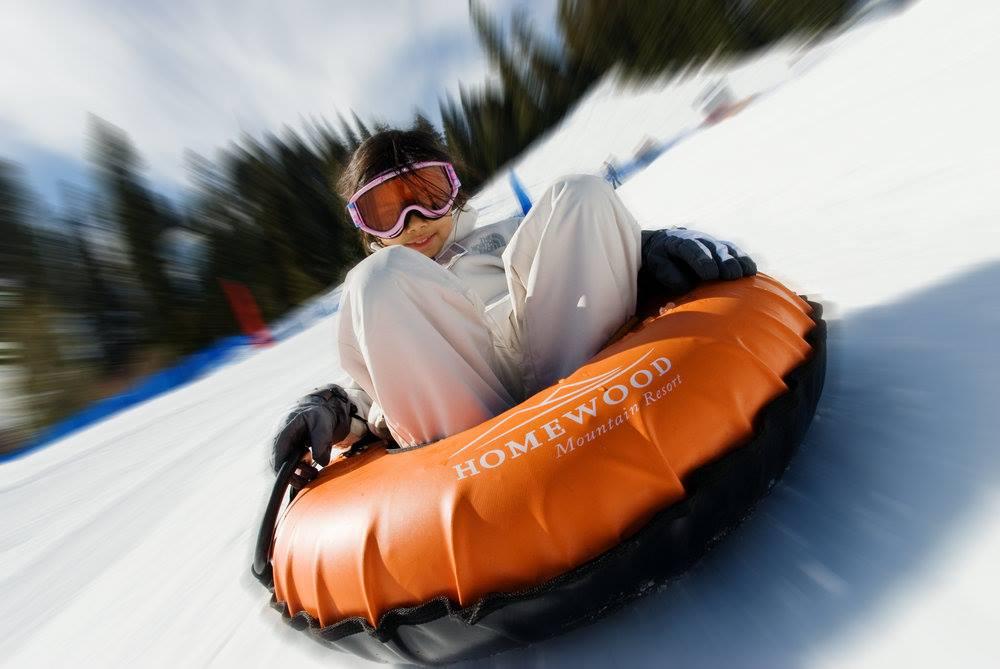 un bambino sulle Madonie con la neve