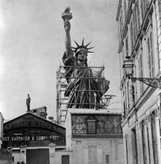 Statue-de-la-Liberte-a-Paris-4