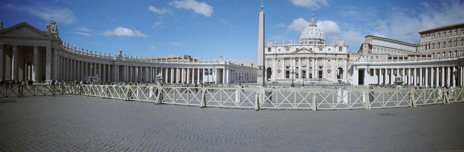 rome-italie-vatican-basilique-place-st-pierre-(1)