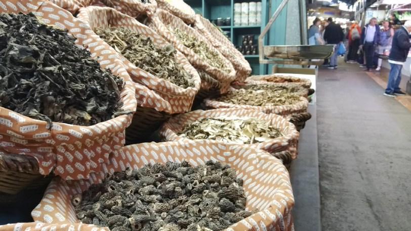 Barcelone-Espagne-la-boqueria-marché-champignons