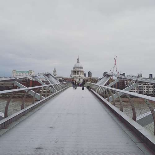 Londres - Millenium Bridge - Claironyva