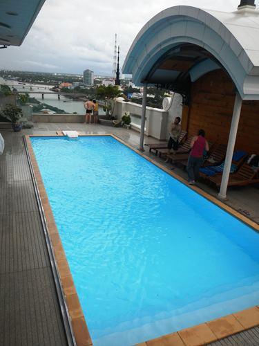 Claironyva-Vietnam-CanTho-piscine-sur-toit