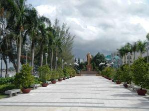 Claironyva-Vietnam-CanTho-promenade
