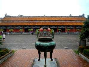 Temple To Mieu, urne dynastique en bronze, Hue