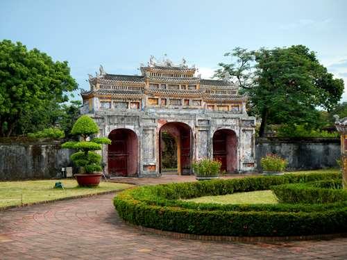 Claironyva Vientam Hue Magnifique porte de la résidence de Dien Tho