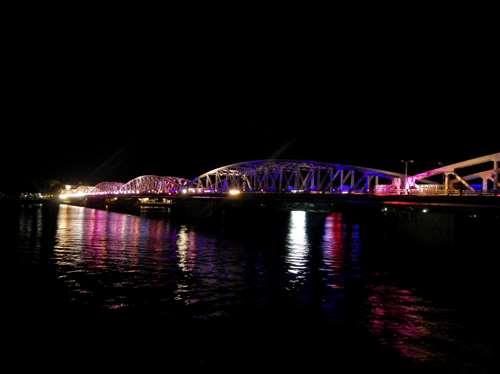 Claironyva Vientam Hue Pont Truong Tien, construit par Gustave Eiffel