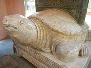 Tortue en marbre dans la Pagode de Thien Mu, Hue