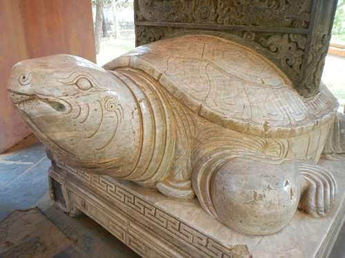 Claironyva Vientam Hue Tortue en marbre dans la Pagode de Thien Mu, Hue