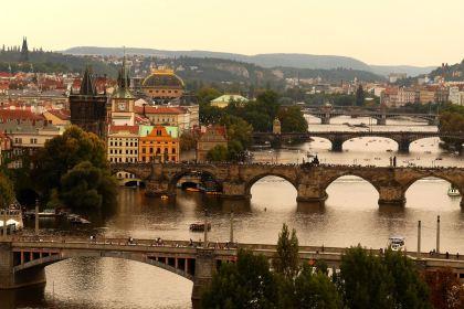 Vue sur les ponts de Prague